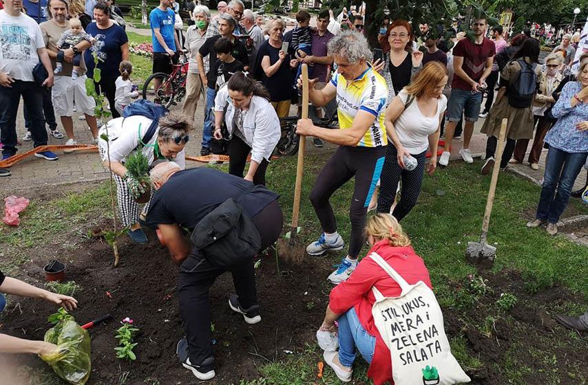 sadnja biljaka u gradskom parku, pančevo nije rupa, pančevo, komunalna milicija