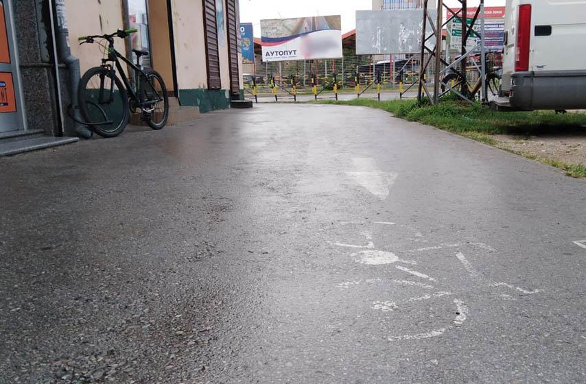 Pancevo, bela linija, trotoar, biciklisti