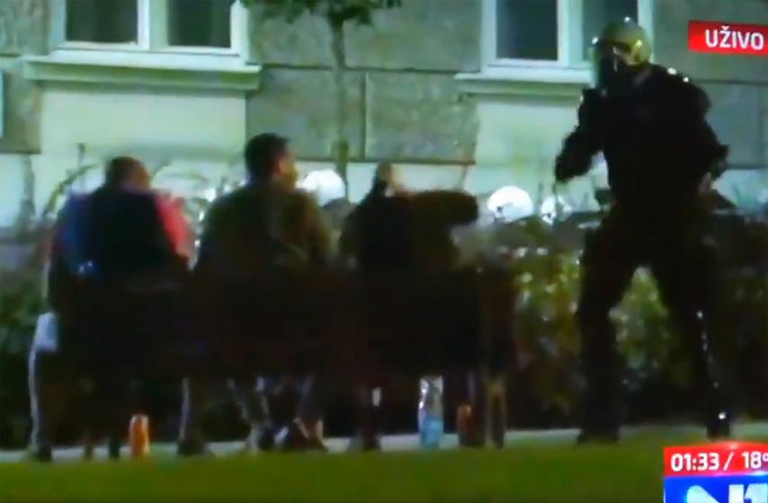 policija pendreči tri muškarca u Pionirskom parku