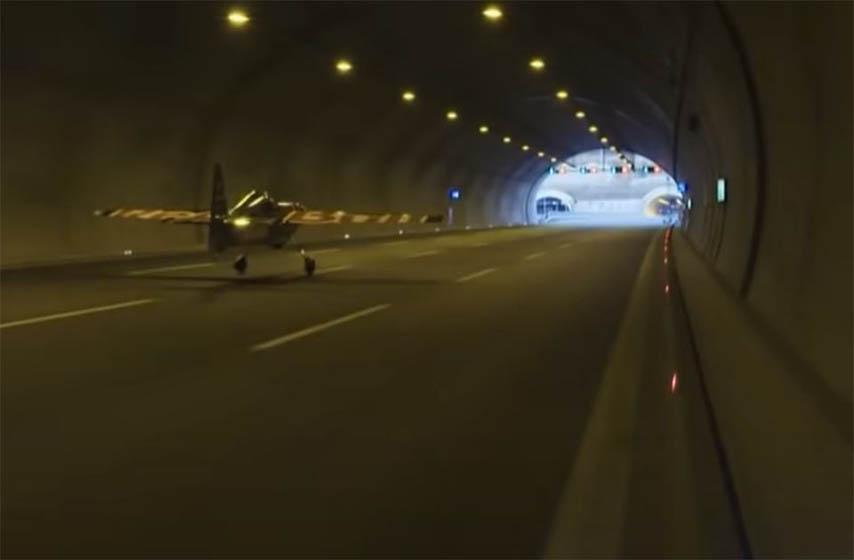 avionom leteo kroz tunel