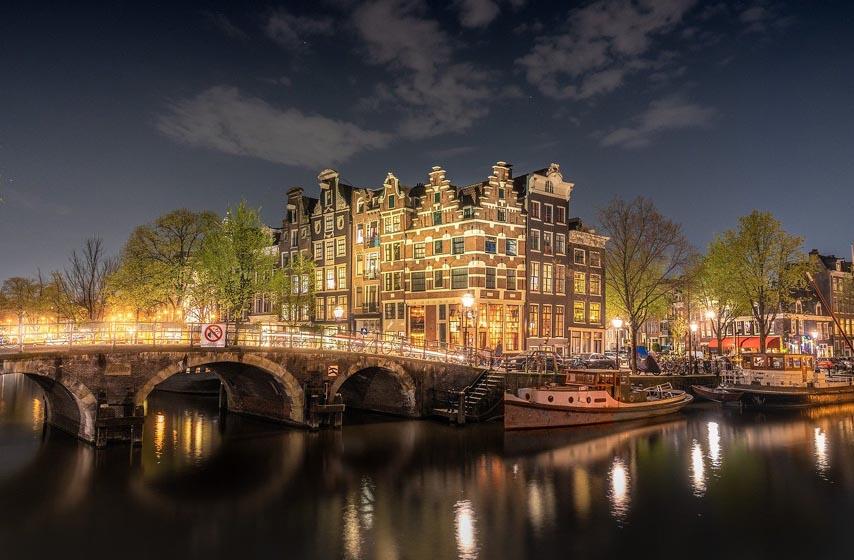 vlada holandije podnela ostavku