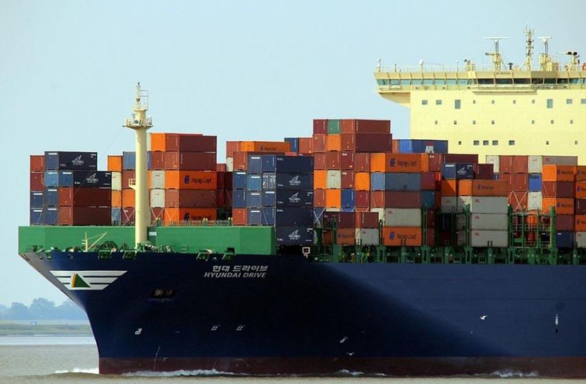 transport robe iz kine brodom