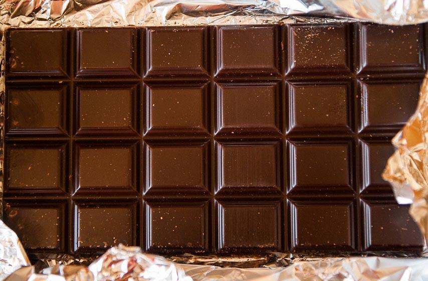 beli sloj na čokoladi, čokolada cveta