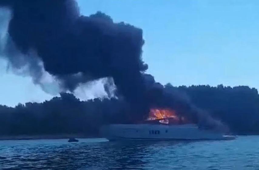 zapalila se jahta u biogradu na moru
