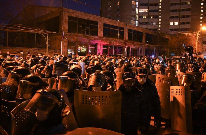 jerevan, opozicija blokirala ulaz u parlament