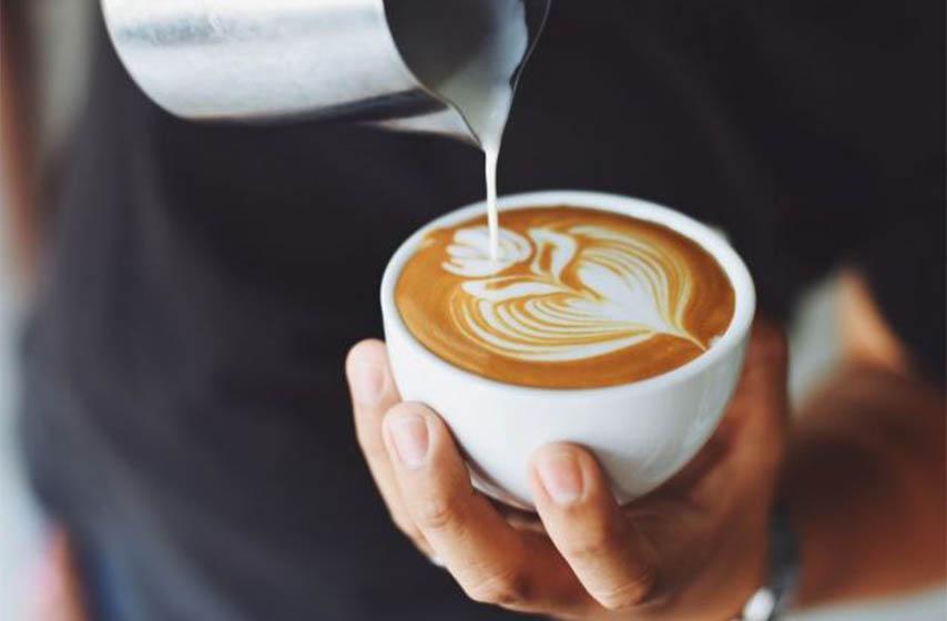 kafa s punomasnim mlekom