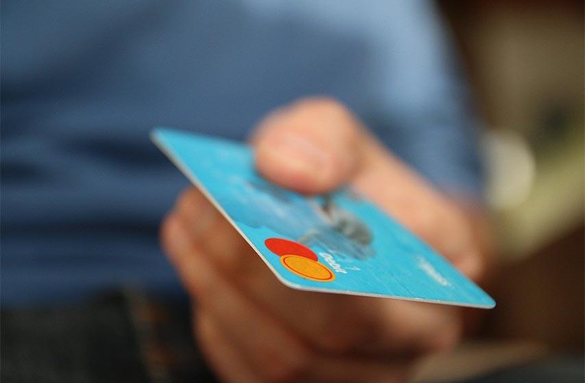 dug po kartici, kreditne kartice, platne kartice