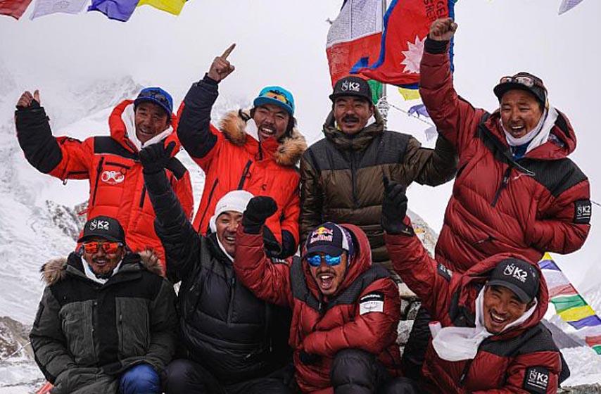 osvojen vrh K2