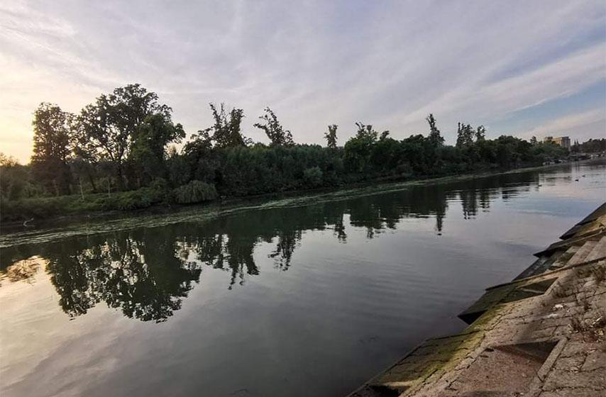Na Brzavi, Moravici, Lјigu, Jadru, Lugomiru, Jablanici i Rzavu ostvaruju se nepovolјni hidrološki uslovi za vodosnabdevanje. Na Savi kod Sremske Mitrovice i Šapca vodostaji će se narednih dana kretati oko i nešto ispod niskih plovidbenih nivoa, saopštio je RHMZ.