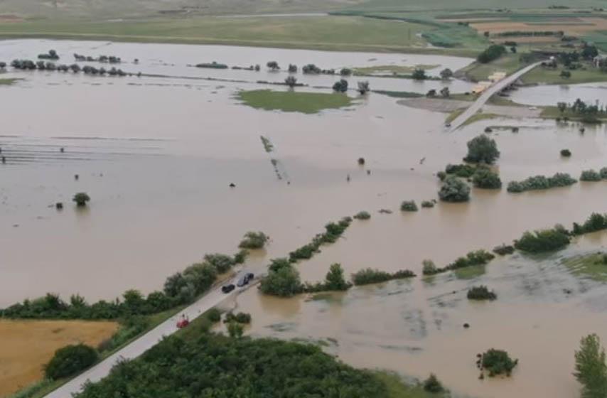 Na reci Tamiš, u dužini od 61,64 kilometra i dalje je na snazi vanredna odbrana od poplava, ali su vodostaji u opadanju, saopštilo je danas JVP