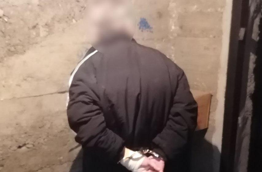 policija, hapsenje, pretnja pistoljem policijskom sluzbeniku