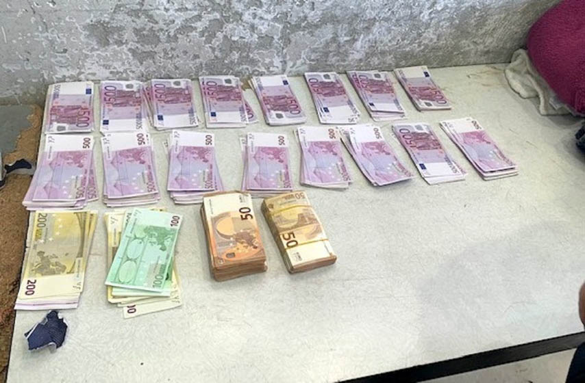 Uprava carina, Carina, hronika, 220.000 evra