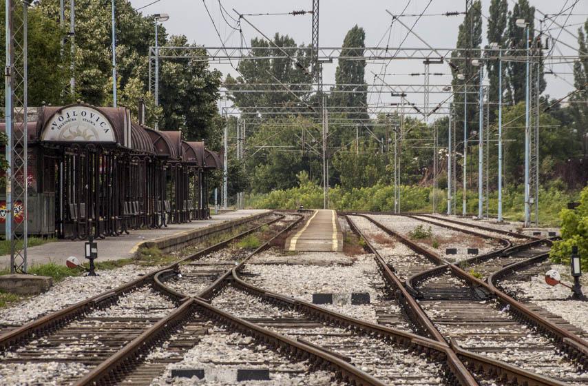 Aleksandar Čogrić, aforizmi, železnička stanica Vojlovica, Vojlovica