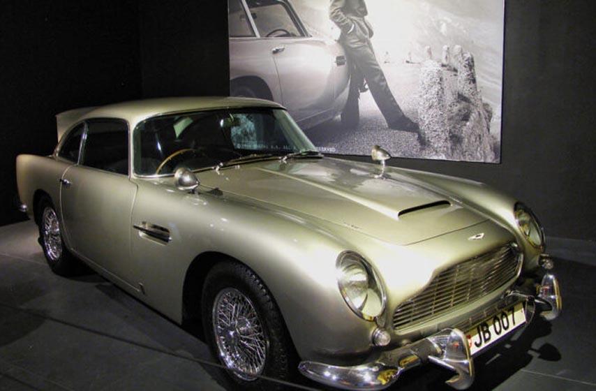 Bondov auto, ukraden auto